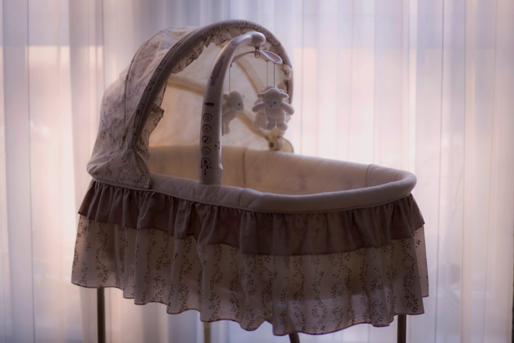 an image of a bassinet to represent the BabyBety article